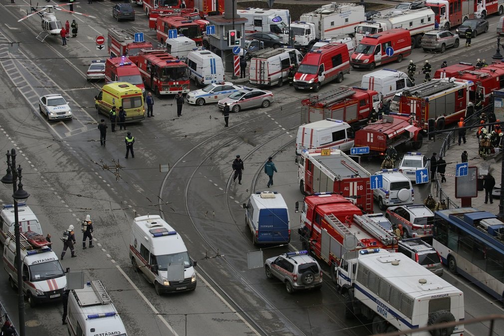 تصاویر   حال و هوای سنپترزبورگ بعد از حادثه تروریستی در ایستگاه مترو