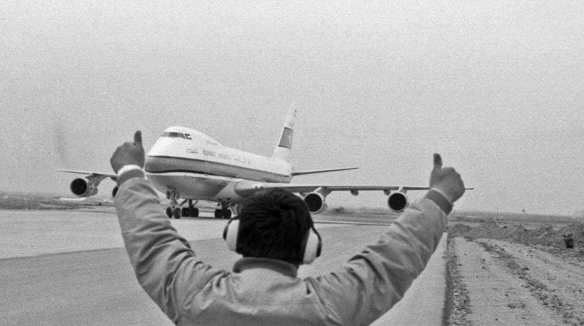 تصاویر | دقیقا ۲۹سال پیش؛ فرود هواپیمای ربوده شده کویتی در مشهد