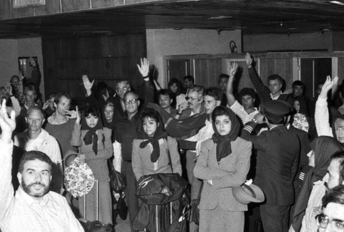 تصاویر   دقیقا ۲۹سال پیش؛ فرود هواپیمای ربوده شده کویتی در مشهد