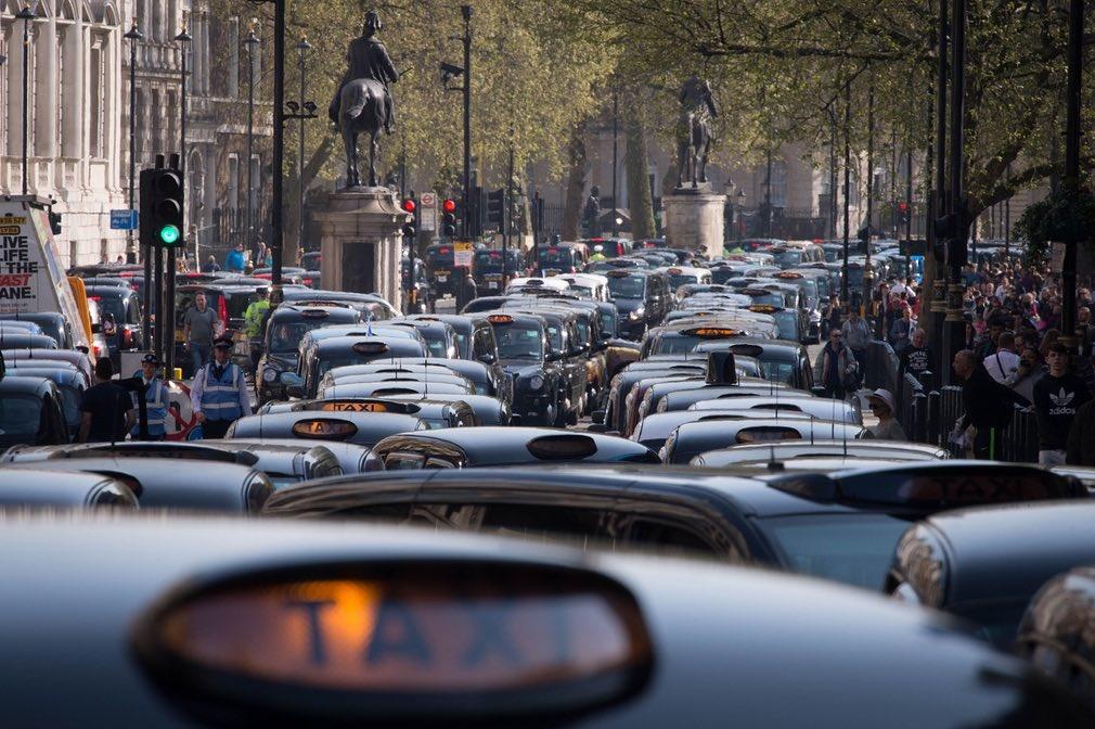 تصاویر | اعتصاب رانندگان تاکسی سیاه و سفید لندن