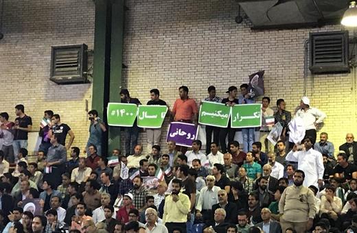 فیلم   استقبال از روحانی در کرمان با شعار «درود بر هاشمی، سلام بر روحانی»