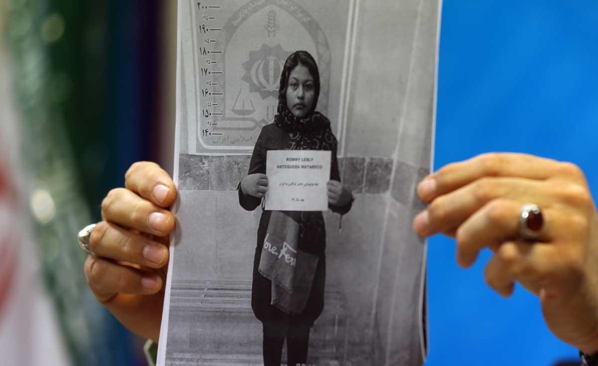 عکس   دختری که از بولیوی ۵.۷ کیلو کوکائین به ایران وارد کرد