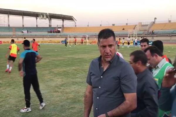 فیلم | بازدید علی دایی از چمن ورزشگاه خرمشهر