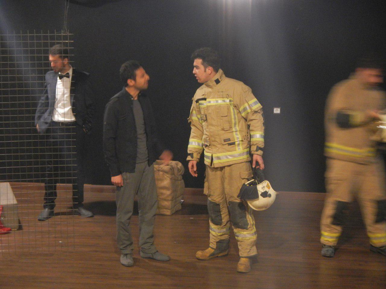 وقتی اندوه بزرگ آتشنشانان، مسیر یک گروه تئاتری را تغییر داد