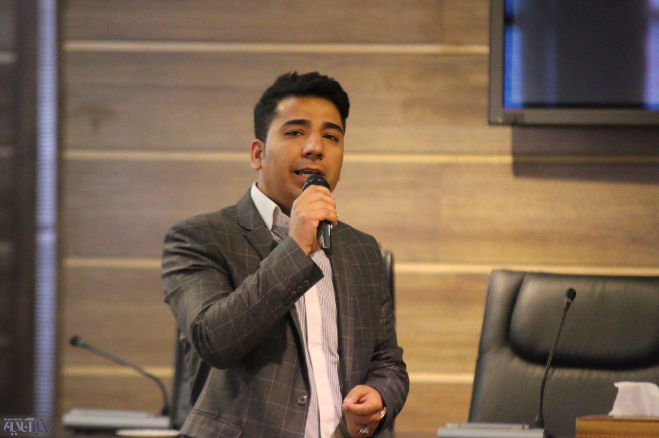 تجلیل از کارآفرینان برتر آذربایجان غربی در حوزه کسب و کارهای خرد و کوچک