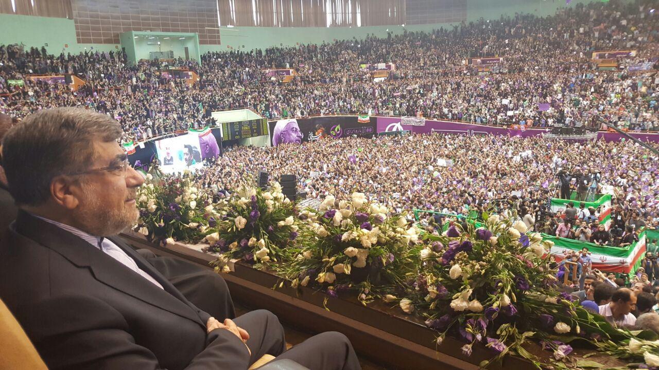 17 5 13 18194photo 2017 05 13 17 54 37 - چهرههای سرشناس که در حمایت از روحانی به ورزشگاه آزادی رفتند