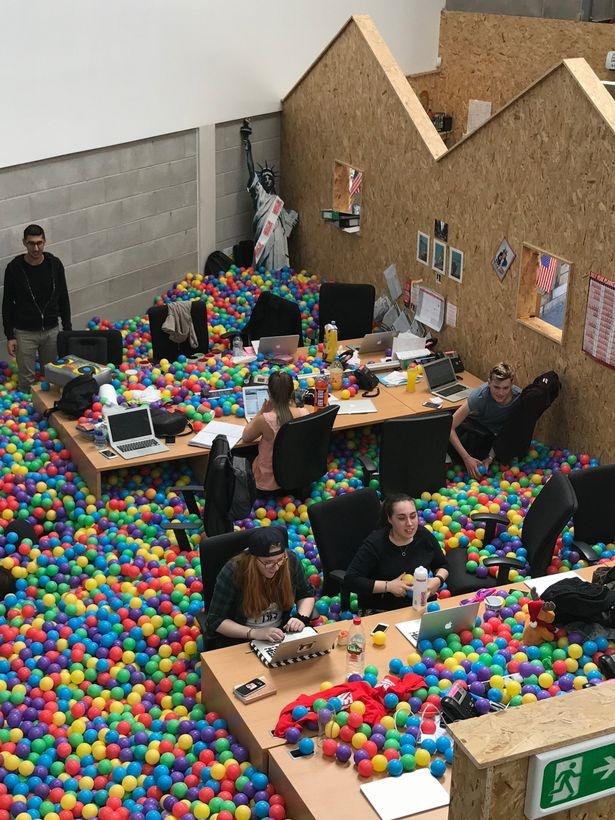 تصاویر | شرکتی ایدهآل برای کارمندها | جایی برای بازی و تفریح و کار