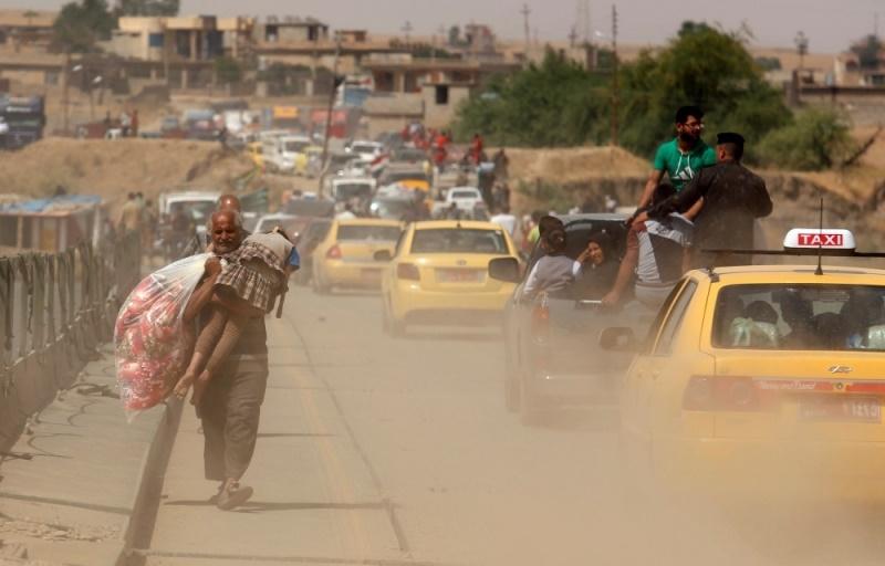 عکس | گریختن غیر نظامیها از مناطق جنگی در غرب موصل