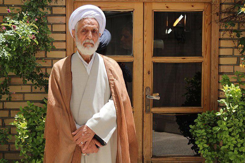 عضو جامعه روحانیت: دولت را در محافل خصوصی نقد کنید نه از تریبونهای مذهبی/ دوره رقابت تمام شده است