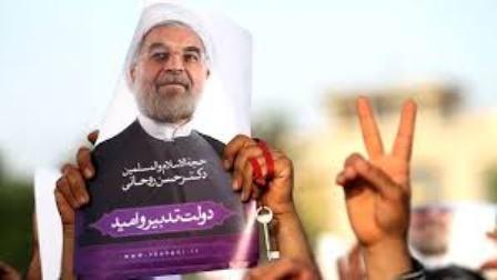 حمایت بیش از ۱۰۰ خانواده شهید از حسن روحانی: به روحانی رأی میدهیم تا حصرها و تخریبها پایان یابد