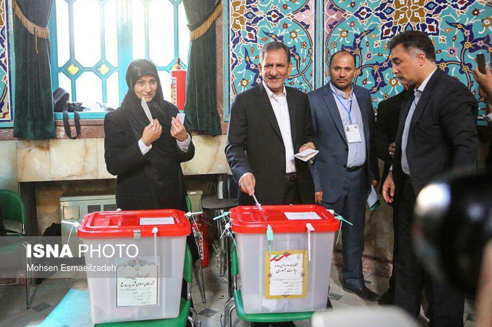 تصاویر | حضور روحانی، هاشمیطبا و جهانگیری پای صندوقهای رای