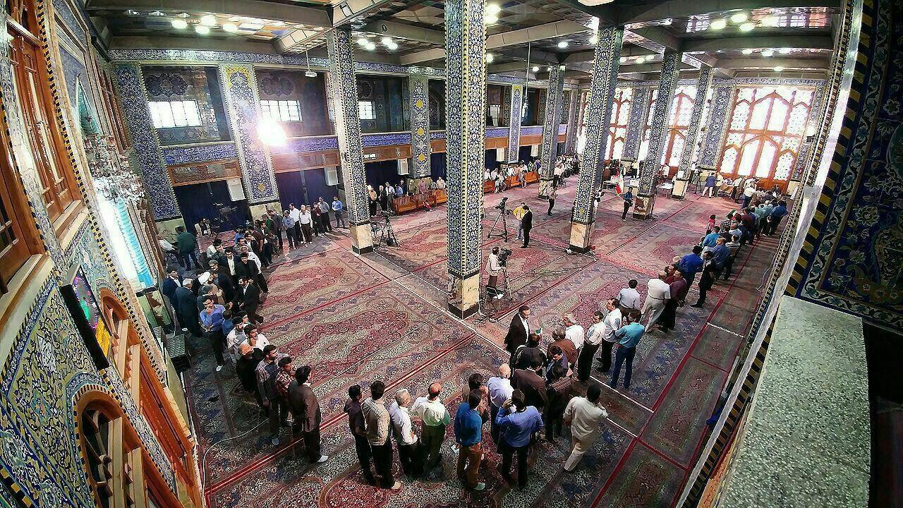 صف رای در مسجد حظیره، پایگاه انقلاب یزد /عکس