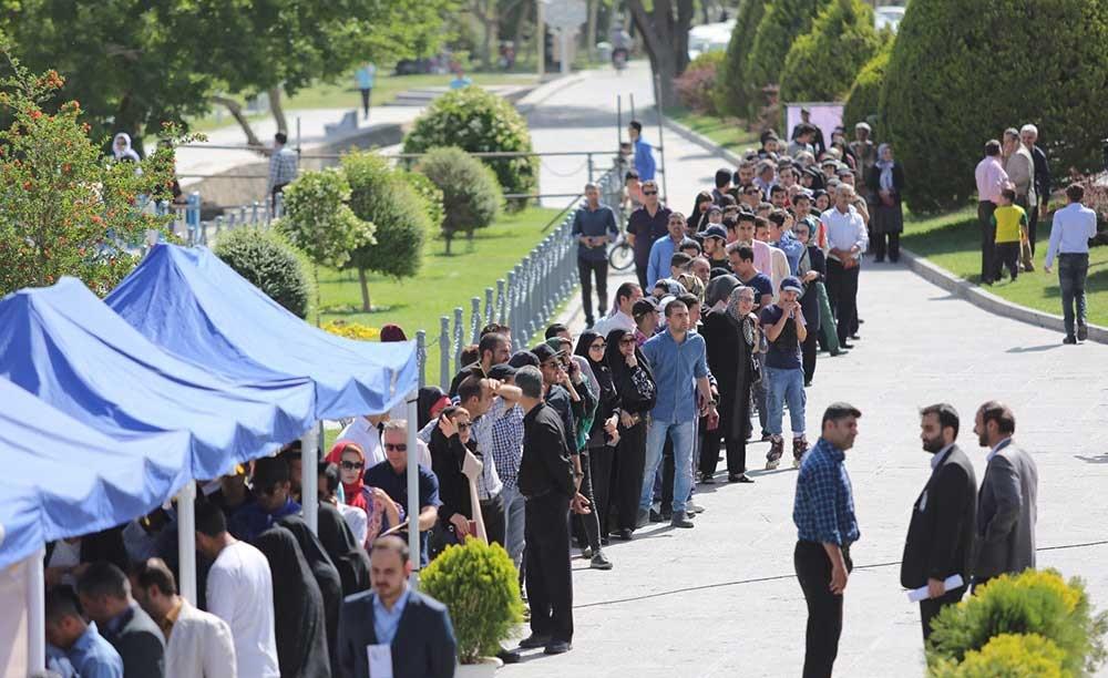 تصاویر | تجمع مردم در حوالی پل خواجو برای شرکت در انتخابات