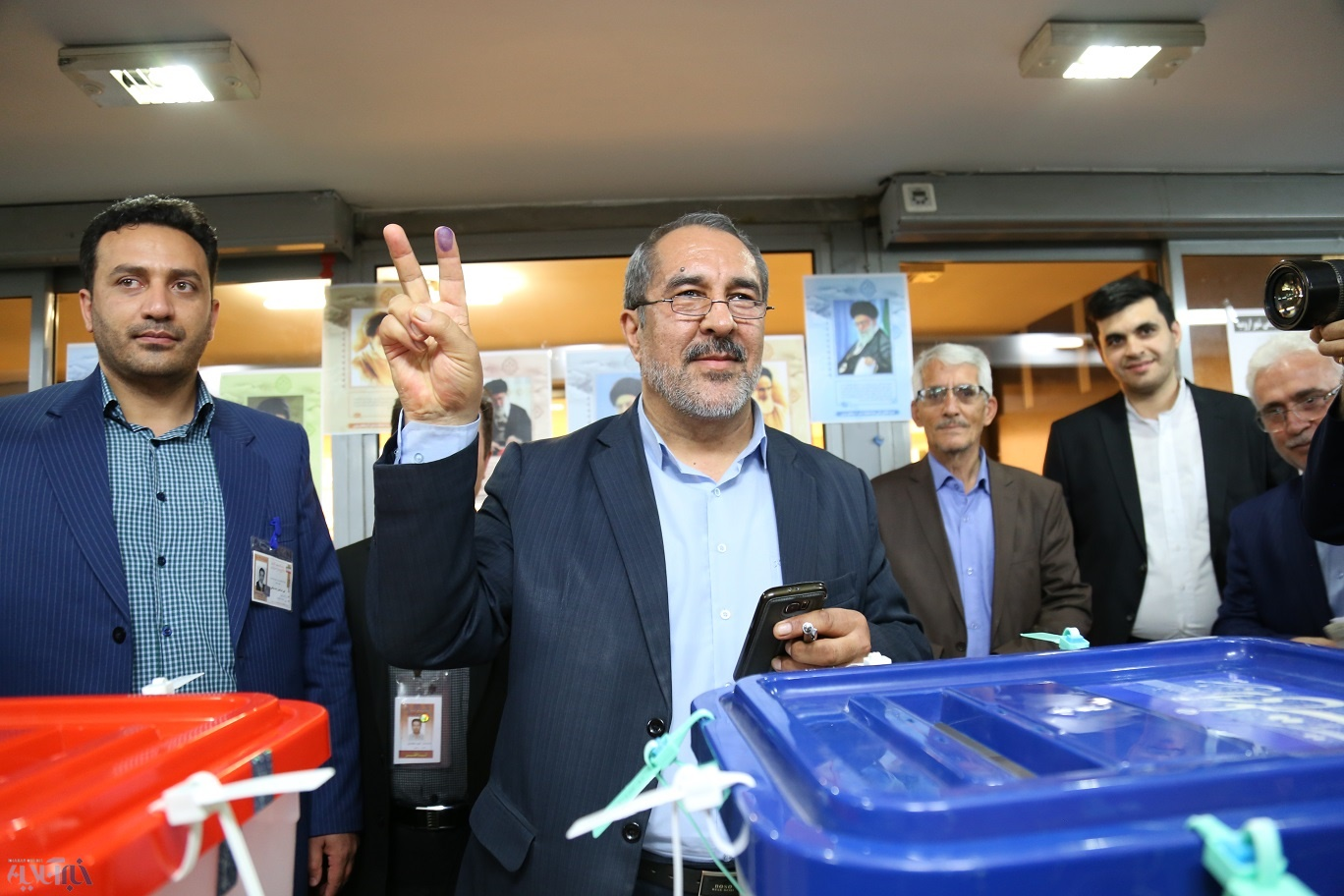 استاندار آذربایجان غربی رای خود را به صندوق انداخت