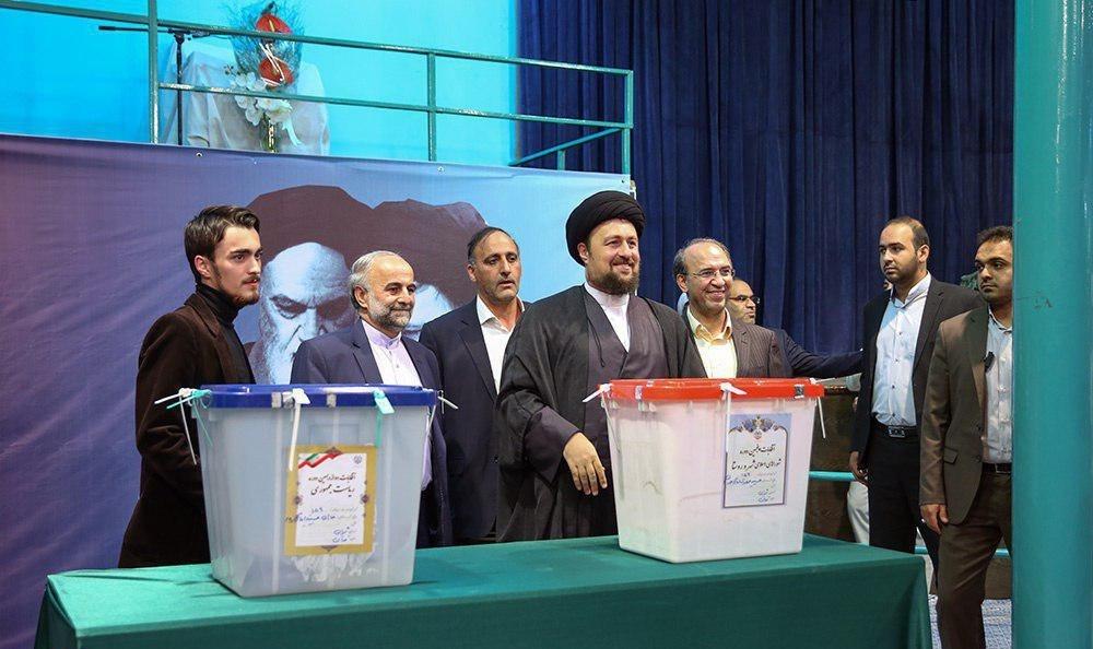 عکس | حضور خانواده امام خمینی(ره) در شعبه اخذ رای جماران