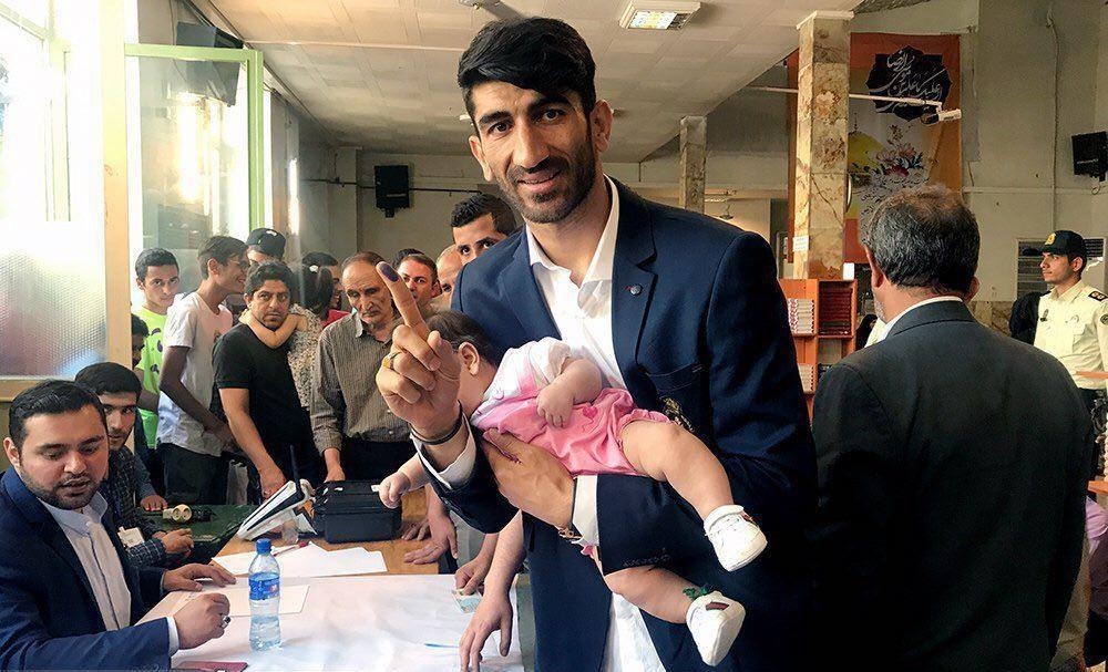 عکس | بیرانوند با دختر ۴ ماههاش رأی داد