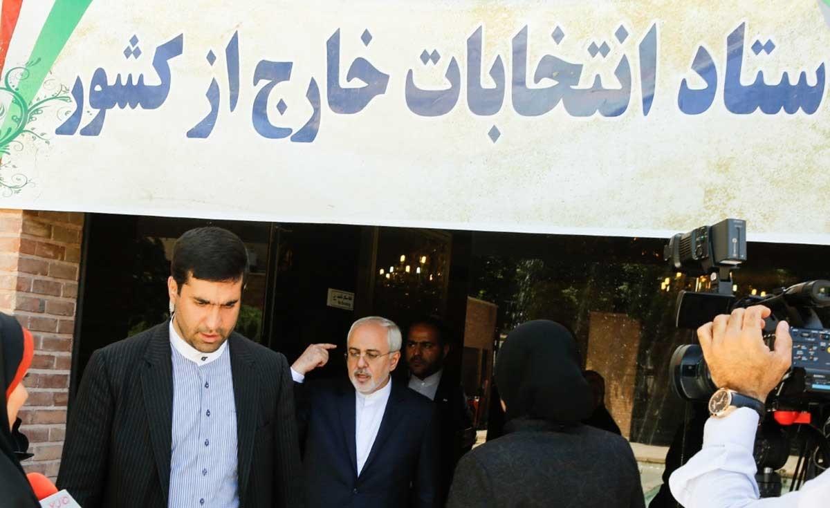 تصاویر | بازدید ظریف از ستاد انتخابات خارج از کشور
