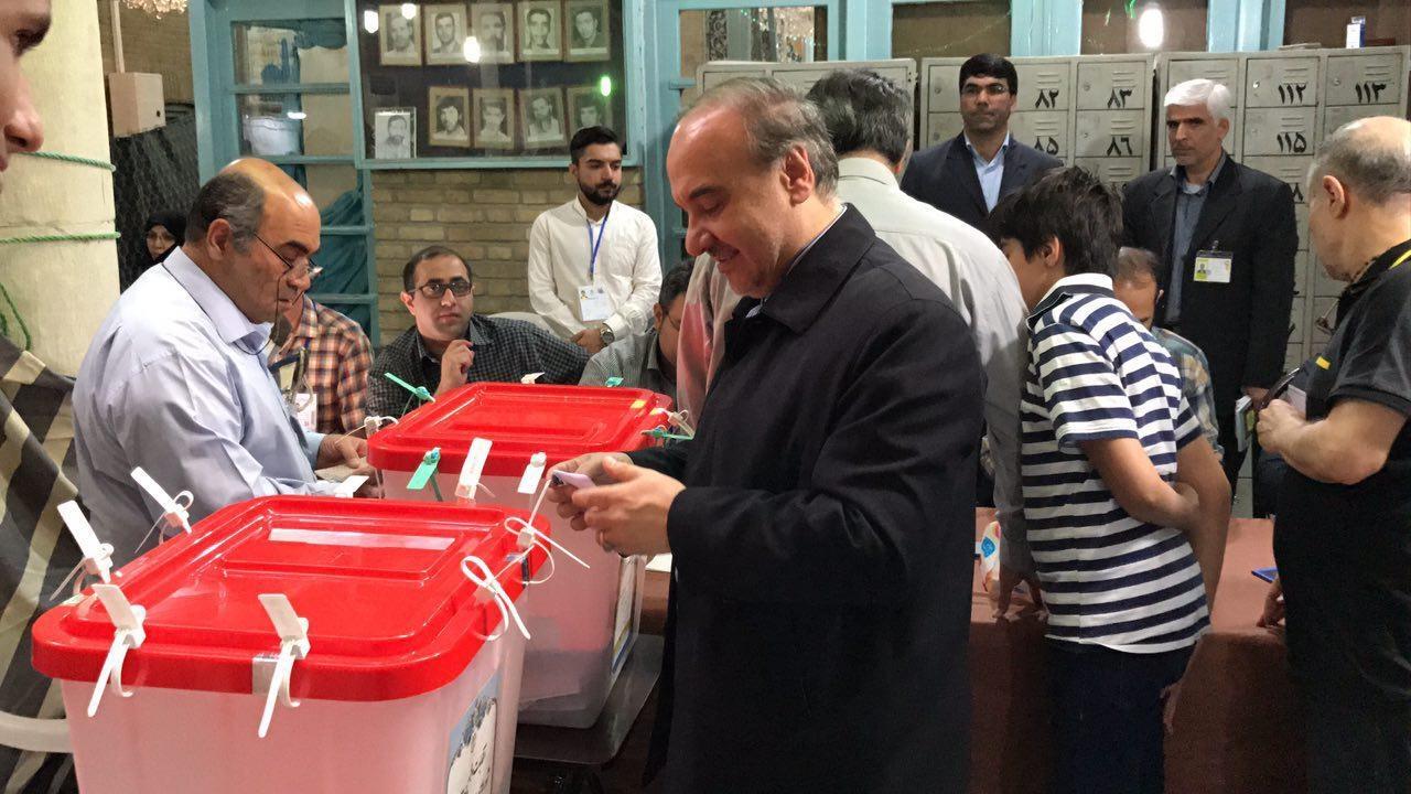 فیلم  سلطانى فر پای صندوق رای: دوم خرداد ١٣٧٦ تکرار خواهد شد