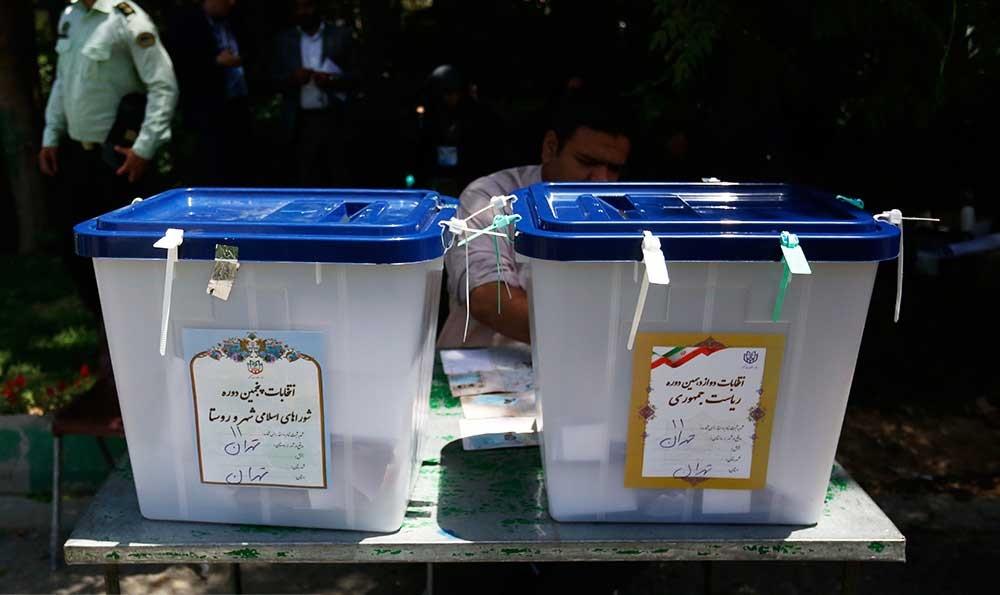 تصاویر | یک نمازجمعه تمام انتخاباتی!