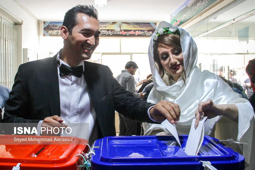 تصاویر | عروس و داماد مشهدی در پای صندوق رأی