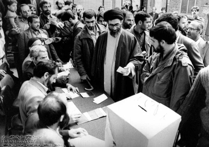 عکس   تصاویر قدیمی از رای دادن رهبر انقلاب در انتخابات ریاست جمهوری
