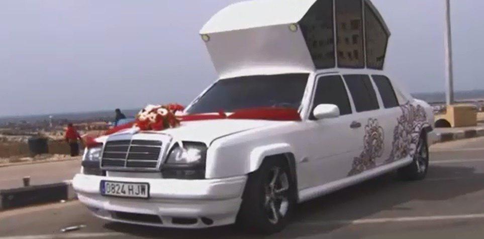 فیلم | لیموزین ابتکاری مردم غزه برای مراسم عروسی