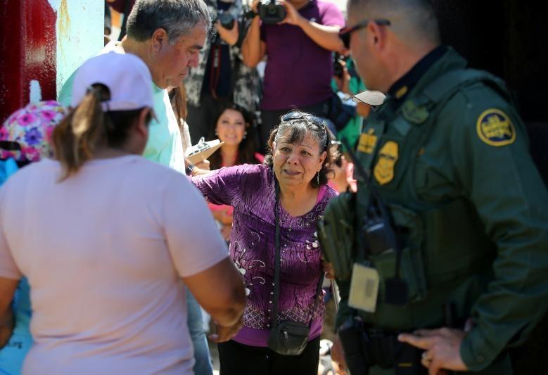 تصاویر | باز شدن مرز آمریکا و مکزیک فقط برای  ۳ دقیقه