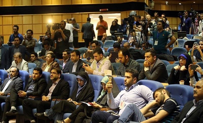 تصاویر | حاشیههای دیدنی خبرنگاران در وزارت کشور