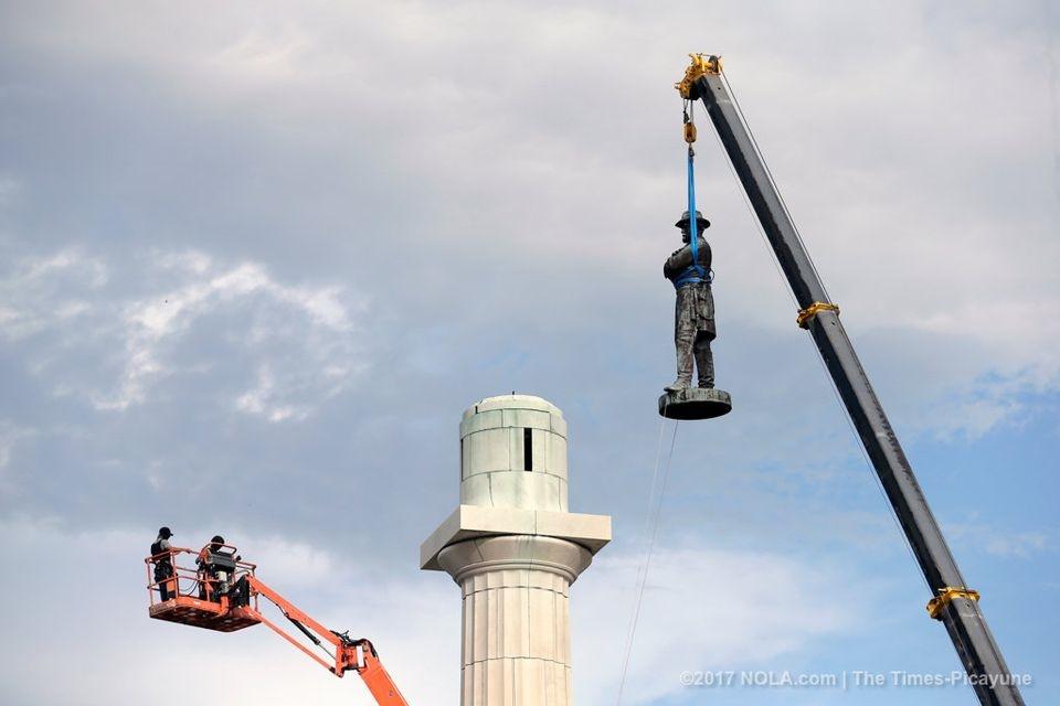 تصاویر | مجسمه وفادارترین ژنرال دوران جنگ داخلی آمریکا برچیده شد