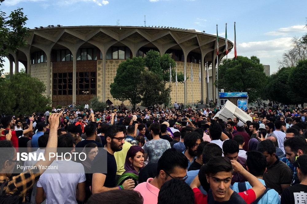 تصاویر | شادی مردم تهران پس از انتخابات ۲۹ اردیبهشت