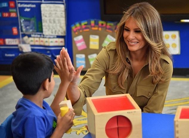 تصاویر   بازدید همسر ترامپ از مرکز کسب و کار زنان و یکی از مدارس ریاض