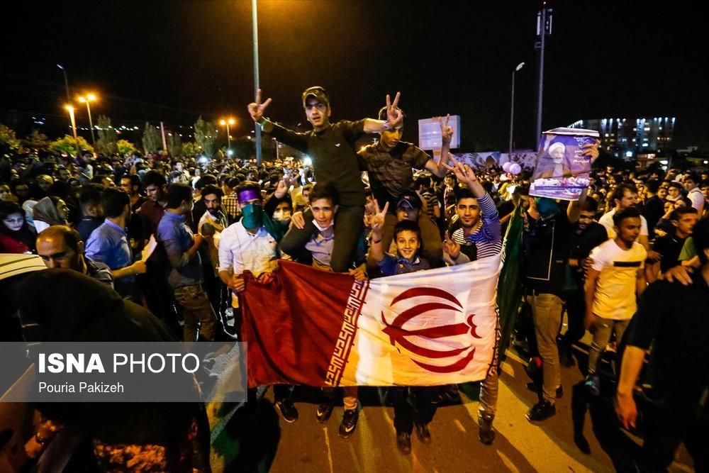 تصاویر | جشن و شادمانی مردم شهرهای مختلف بعد از انتخابات