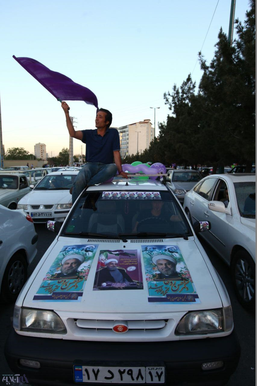 با اعلام برد حسن روحانی: جشن و شادمانی شبانه مردم آذربایجان غربی