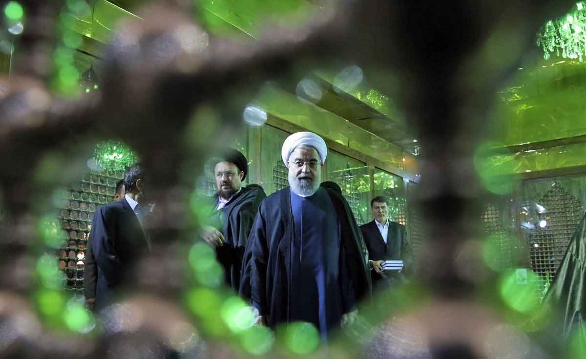 تصاویر   تجدید میثاق روحانی با آرمانهای امام(ره) بعد از پیروزی در انتخابات