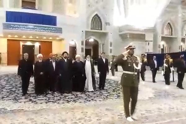فیلم | حضور روحانی در حرم امام(ره) بعد از پیروزی در انتخابات