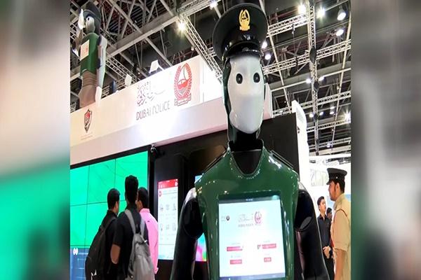 فیلم | آغاز به کار اولین پلیس ربات در دبی