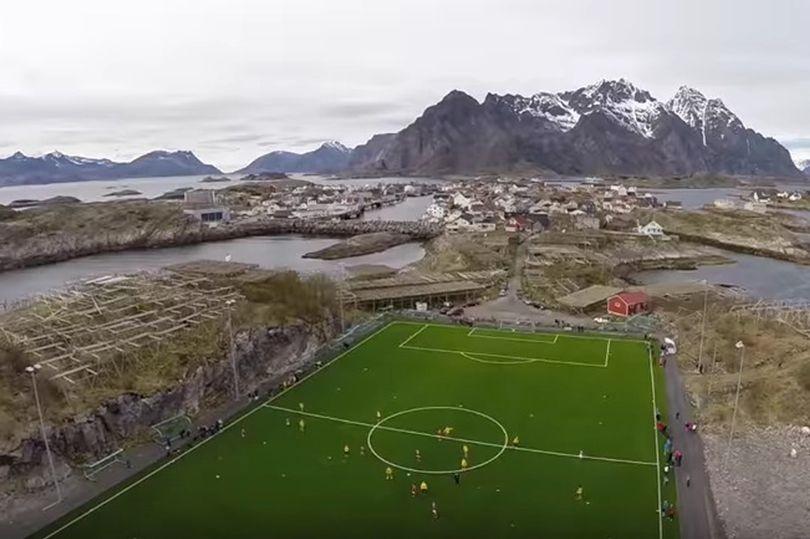 تصاویر | استادیوم زیبای نروژیها روی آب دریا