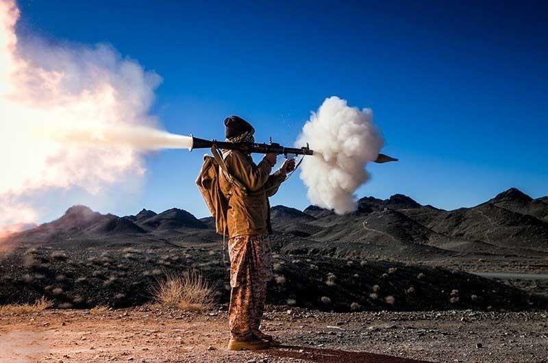عکس   تصویری دیدنی از یک تکاور نیروی زمینی سپاه