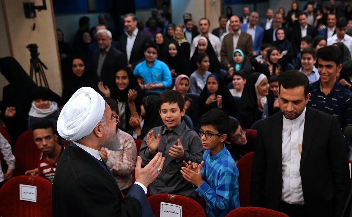 تصاویر   ضیافت افطار رئیس جمهور با فرزندان بهزیستی و کمیته امداد