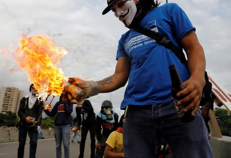تصاویر | درگیری پلیس و مردم در اعتراضات خیابانی علیه رئیسجمهور ونزوئلا