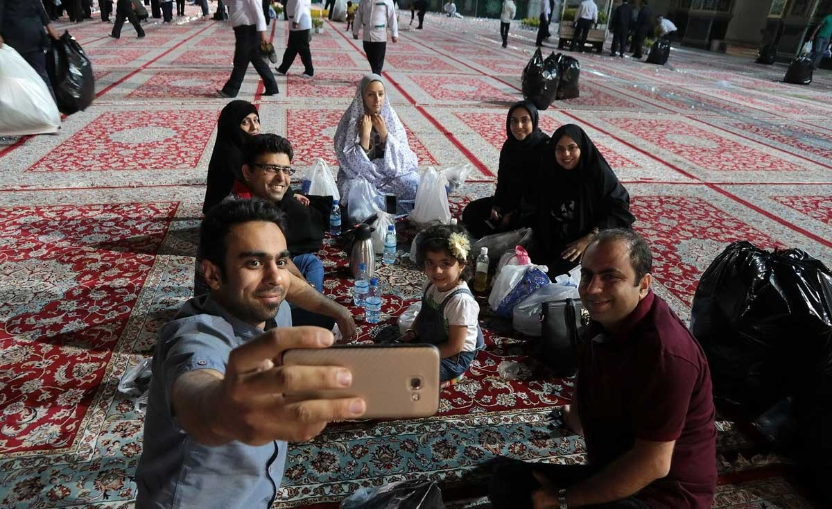 تصاویر   بزرگترین سفره افطاری جهان اسلام در مشهد