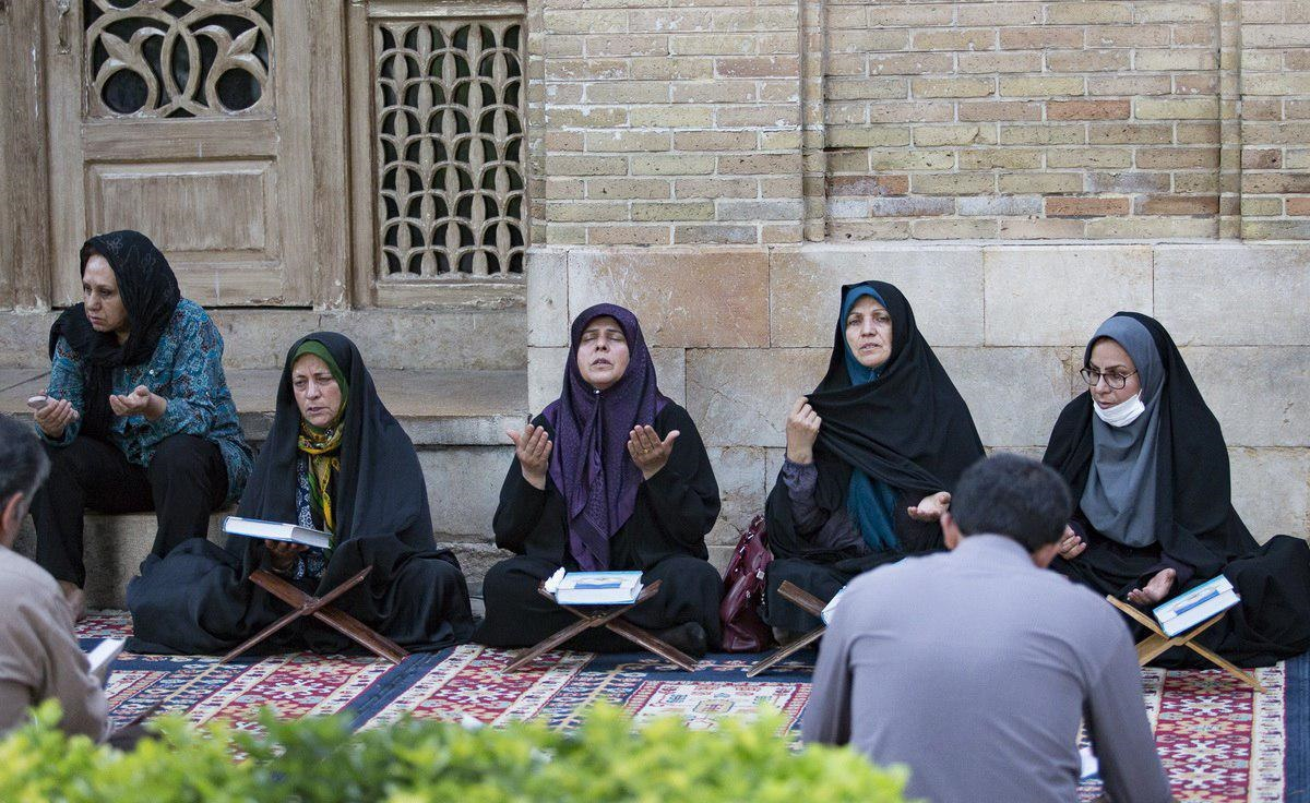 تصاویر   قرآنخوانی در جوار حافظ شیرازی