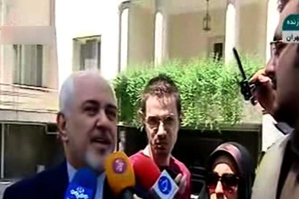 فیلم | واکنش ظریف به اظهارات نماینده سابق مجلس درباره تحویل سردار سلیمانی به آمریکاییها