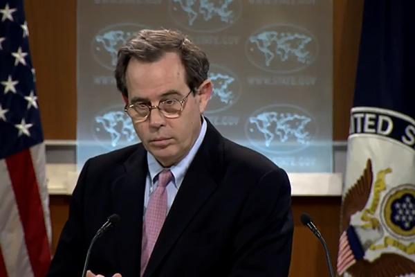 فیلم | وقتی یک مقام وزارتخارجه آمریکا از پاسخ دادن به خبرنگار باز میماند
