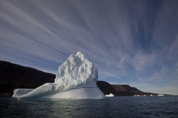 کش رفتن کوههای یخی قطب جنوب برای تامین آب آشامیدنی امارات