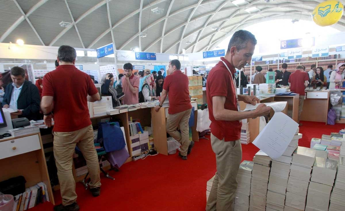 خرید کتاب از ناشران در نمایشگاه بدون حضور کارشناسان در غرفهها