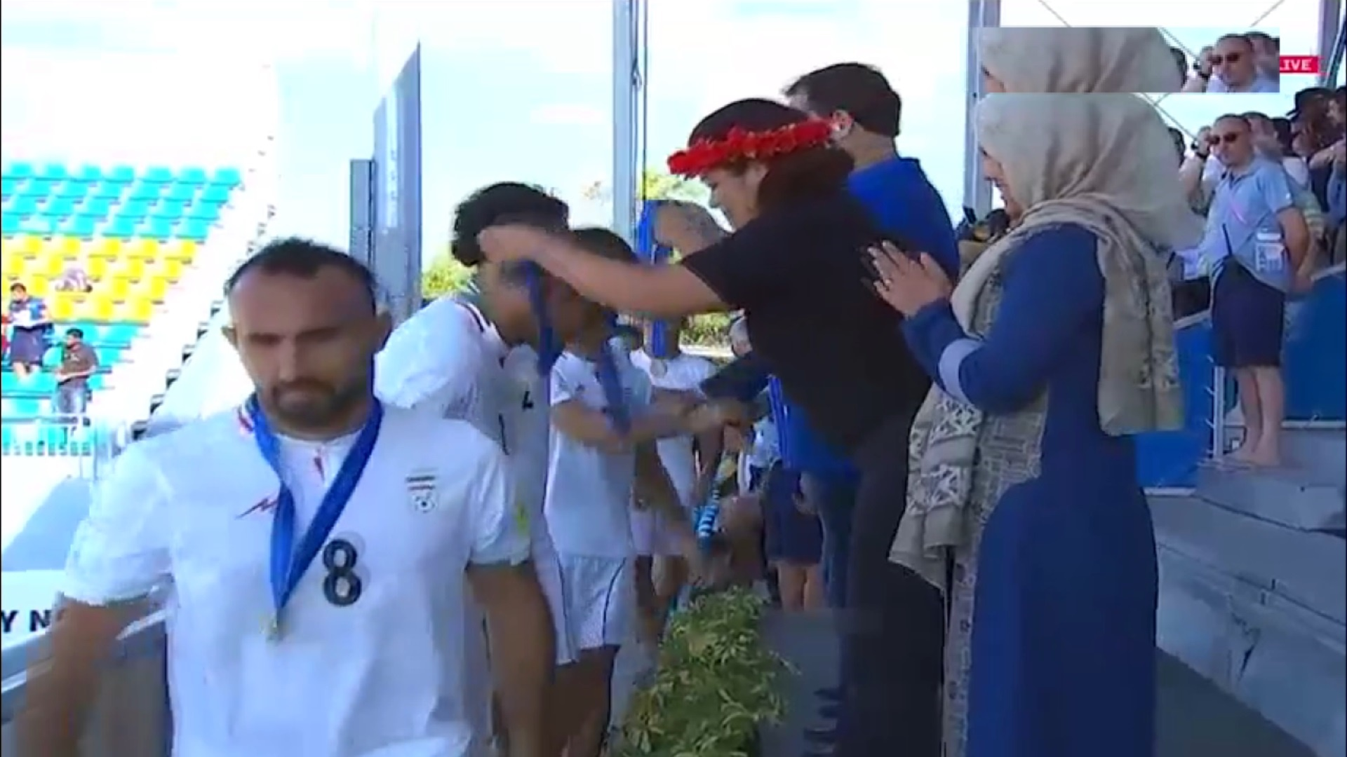 فیلم | مراسم اهدای مدال برنز به تیم فوتبال ساحلی ایران