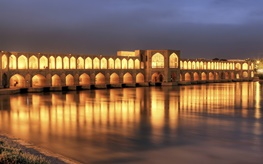 سرخ شدن آب زاینده رود اصفهان | علت قرمز شدن زاینده رود | دانلود فیلم و عکس