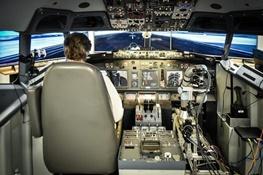 این ربات جای خلبانها را میگیرد؟/ آزمایش در شبیهساز پرواز ۷۳۷