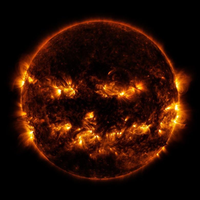 تصاویر خارقالعاده از سطح آتشین خورشید
